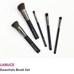 LARUCE Essentials Brush Set